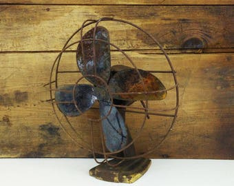 Vintage metal fan for prop or refurbish / Rustic decor / Rusty electric fan