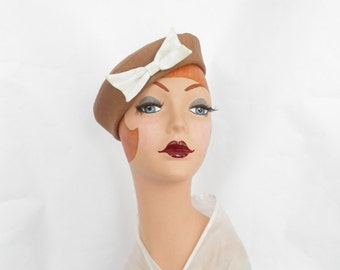 Womans 1950s hat, vintage tilt, brown with ivory bow