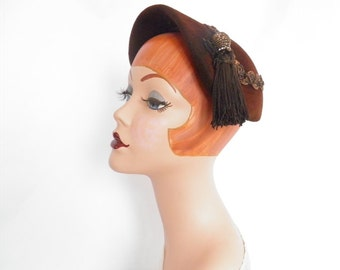 Vintage 1940s hat, brown felt with tassel