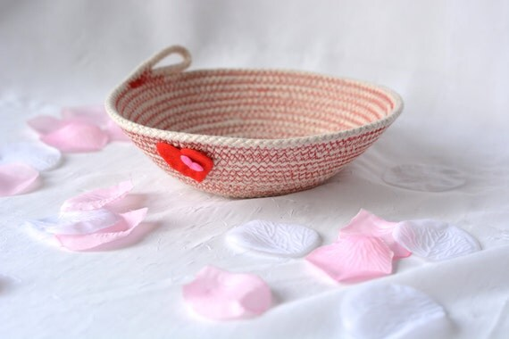 Cute Stocking Stuffer, Handmade Heart Decoration, Cute Key Bowl, Party Favor, Cute Red Desk Accessory Basket, Ring Holder, Candy Dish