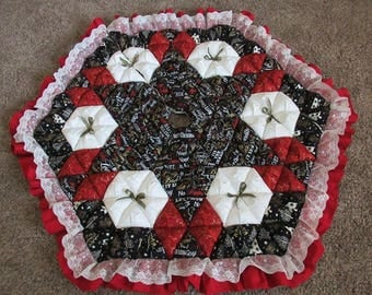 Christmas Tree Skirt - Biscuit Quilted - Gold on Black and Red