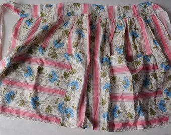 Vintage 50s Half Apron Cotton Floral Fabric Large Pockets- B5