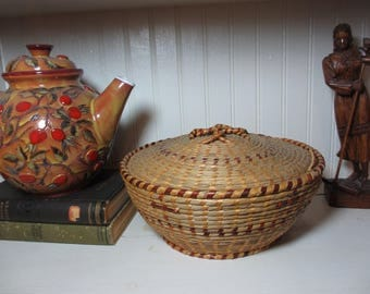 Vintage Lidded Sweet Grass Gullah Basket, Native SC, Low Country, Palmetto Lidded Basket, Sewing Basket, Coiled Straw Basket