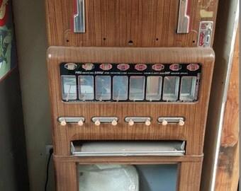 Spring SALE!! Vintage Stoner Theater Candy Machine.  Univendor. Unrestored.  1955.