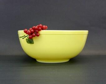 Vintage Pyrex Yellow 404 Mixing Bowl (E8432)