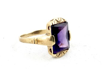 Art Deco 14K Gold Pillow Cut Amethyst Vintage Ring
