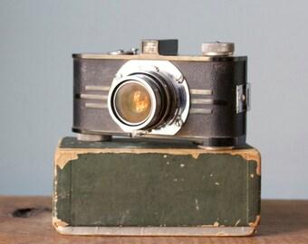 Rare Vintage 1940s Argus Candid Camera IRC f 4.5 Anastigmat Lens with Bakelite & Art Deco Metal Backplate, Original Box