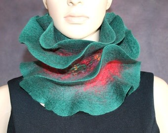 Handmade wool felted ruffle scarf Green Red - Ready to ship