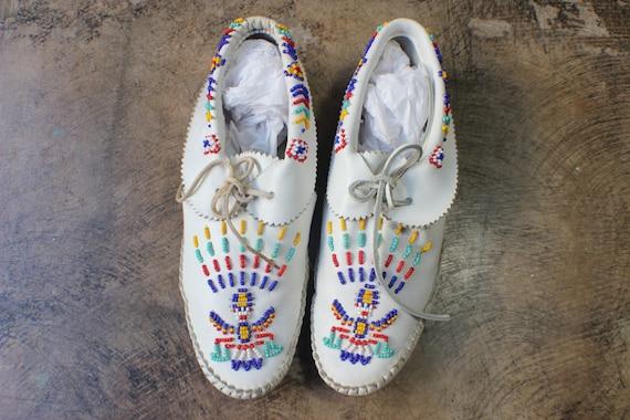 Size 9 1/2 Beaded MOCCASIN / Southwestern White Leather Flats /  Women's Desert Shoes