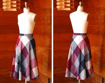 vintange red and blue plaid wool skirt / size xs small