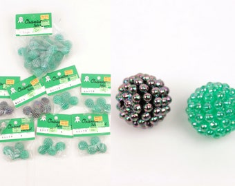 berry beads // 63 pcs // green and black iridescent
