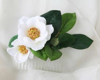 Silk Flower hair comb.  Gardenia flowers and foliage.  Small and dainty hair comb. Wedding hair accessories, Hair flowers for party, races