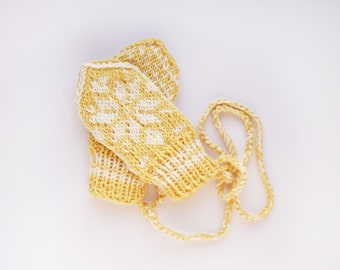 Babymittens // Traditional Norwegian Selbu Mittens in Yellow