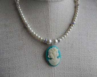 CAMEO Glass Pearl Necklace with little hints of CRYSTALS