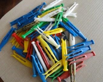 C284)  Vintage 1950s KORDITE Plastic Clothes Pins  67