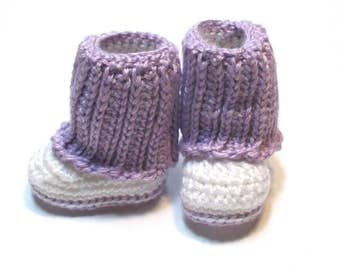 NEW!  Ready to ship 0-3 months knit look crochet baby boots.  Baby girl crochet boots.  Baby shower gift newborn to 3 months baby girl boots