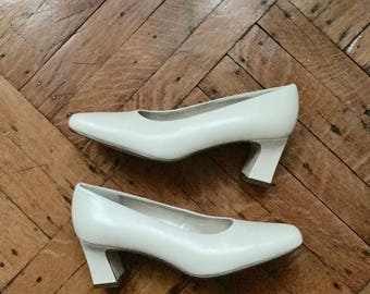 1990s Cream Pumps