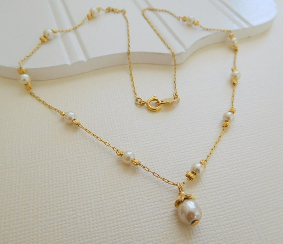 Vintage White Pearl Bead Station Gold Tone Chain Charm Pendant Necklace SS11