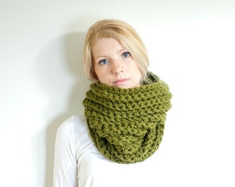 FLASH SALE the HICKORY cowl - chunky ribbed cowl scarf neckwarmer - olive green