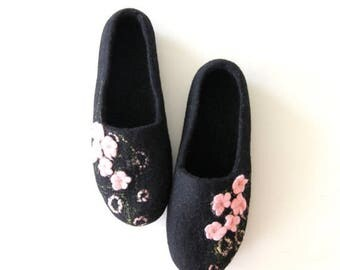 Women felted slippers - felt wool slippers - black slippers with pale pink flowers - made to order - Mothers day gift - gift for her