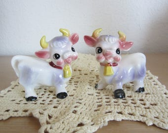 Vintage Salt and Pepper Shakers Bull Shakers Cute Kitch