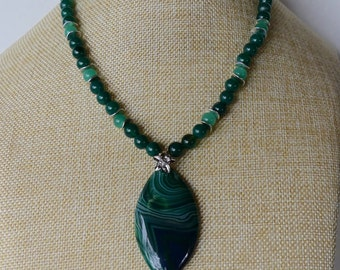 18 Inch Green Onyx Agate Horse Eye Pendant Beaded Necklace with Earrings