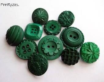 Button Mix 11 green buttons 19-27 mm  (11)