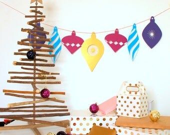 Oversized Christmas Garland - Large Paper Bauble Garland - Paper Christmas Garland - Christmas Decoration - Colourful Christmas Decoration