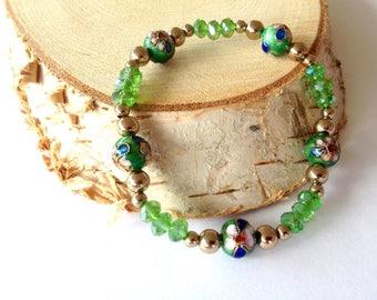 Green stretch bracelet. Green cloisonné bracelet. Green elastic bracelet. Linnepin010