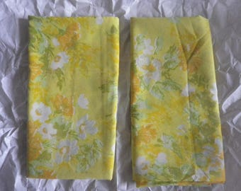 Groovy Pair of Vintage Fieldcrest Floral Pillowcase Yellow Green Standard Size Free Shipping Percale Bed Linens No-Iron