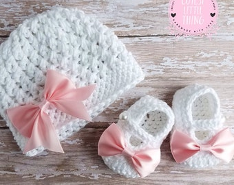 Baby Hat and Booties set, Crochet Baby Girl set, Newborn Set, Crochet Baby Girl Shoes, Girl Baptism set, Girl Christening set, Pink Bow