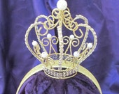 Girl's gold crown on ...