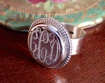 Sterling Silver Monogrammed Ring with Rope Edge