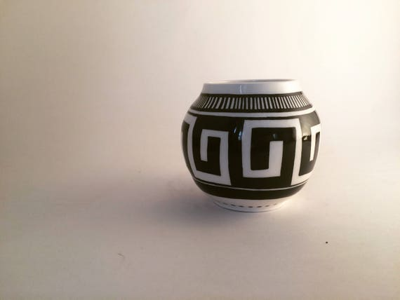 Small black and white pot