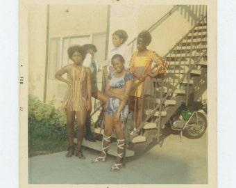 "Vintage Snapshot Photo: ""Loretta, Melody, Carolyn, Squeaky and Twinkie, Filmore Apts"" 1972 (72551)"