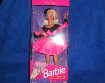 Stepping Out Barbie-1995 New In The Box