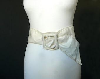 Vintage white belt - faux snakeskin belt - white plastic belt - 1980s white belt - white plastic snakeskin belt