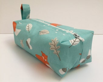 box makeup bag/ travel bag/ wash bag, made with cotton linen fabric and fully lined with water proof fabric