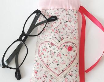 heart sunglasses case/pink heart glasses case/floral glasses case/pink sunglasses case/pink floral heart case/sunglasses case/glasses sleeve