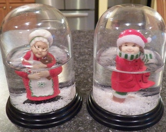Lot of 2 Vintage Christmas SNOWGLOBES Plastic Hong Kong~Mrs Claus Snow Globe