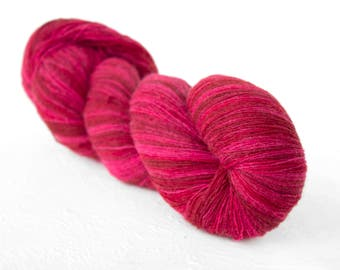 Artistic wool, laceweight art wool pink red colors, Longstriped artistic wool. Aade Long