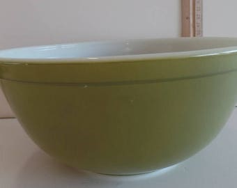 Pyrex Green mixing bowl #403 ~ 2 1/2 QT