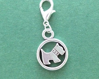 Scotty dog or schnauzer crochet stitch marker. Silver plated with 14mm lobster claw clasp. Hand made by Kathryn of Crafternoon Treats