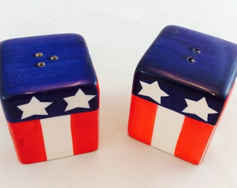 Vintage Salt and Pepper Shakers In Red White and Blue / Americana Salt and Pepper Shakers / Summer Salt and Pepper Shakers