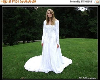 ON SALE vintage wedding gown,White, velvet,  Renaissance, Gothic, Celtic, winter wedding gown,  Alfred Angelo, made USA, Size small
