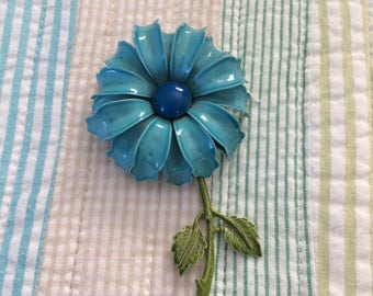 Vintage 1960s metal flower brooch