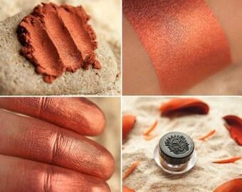 Eyeshadow: Crabs Herdswoman - Mermaid. Delicate peach-orange metallic eyeshadow by SIGIL inspired.