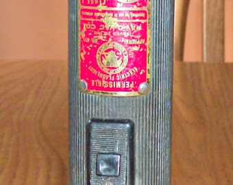 Vintage RAY-O-VAC 611 Permissible Hazard Flashlight