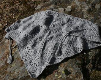 Adrienne: Pretty little grey french vintage crocheted shawl, 2 little tassels