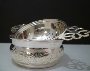 TEA STRAINER.  Silverplate Teastrainer. Fancy English Style Tea Strainer. Teatable Accoutrements.